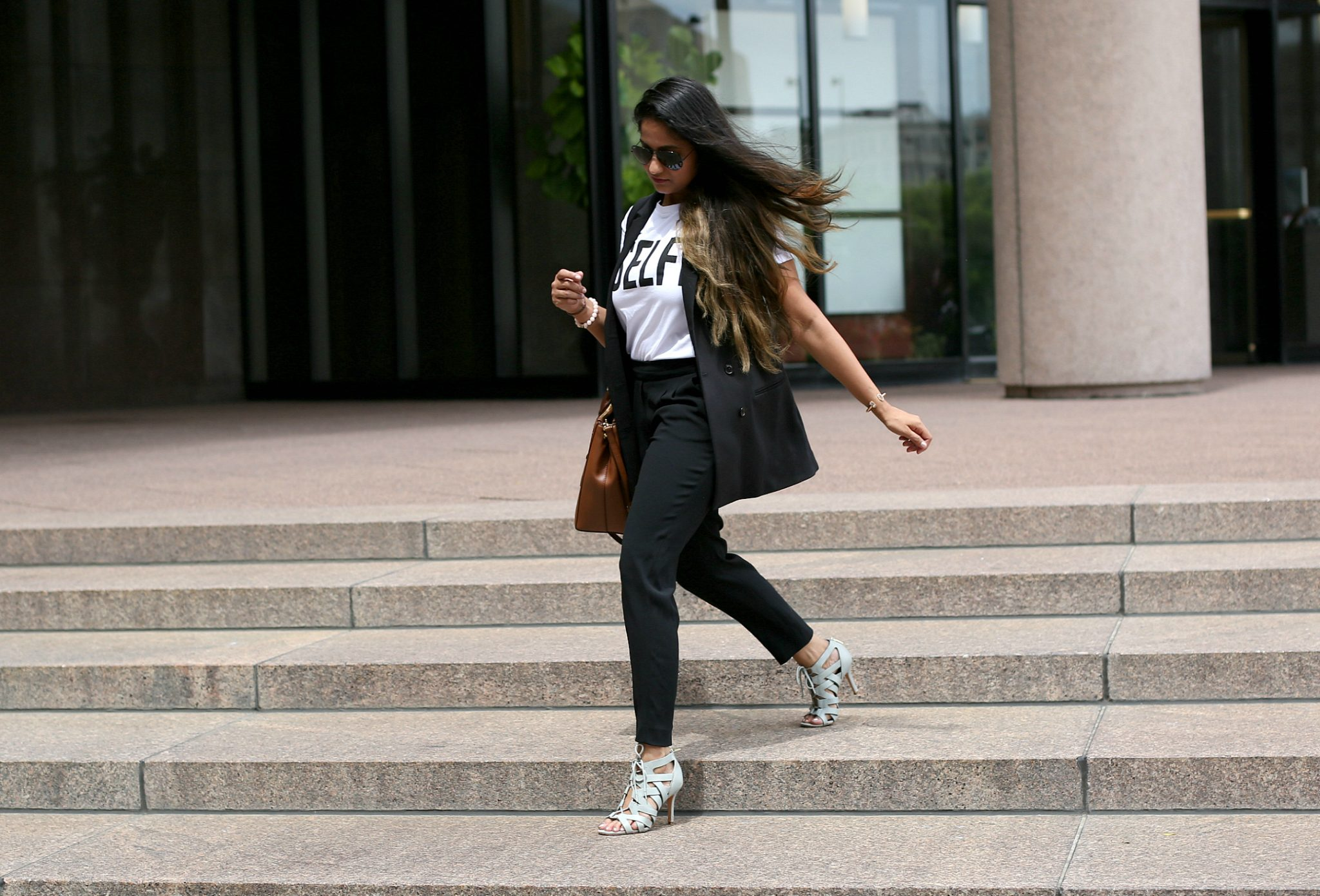 how-to-wear-graphic-tee-to-work-dl