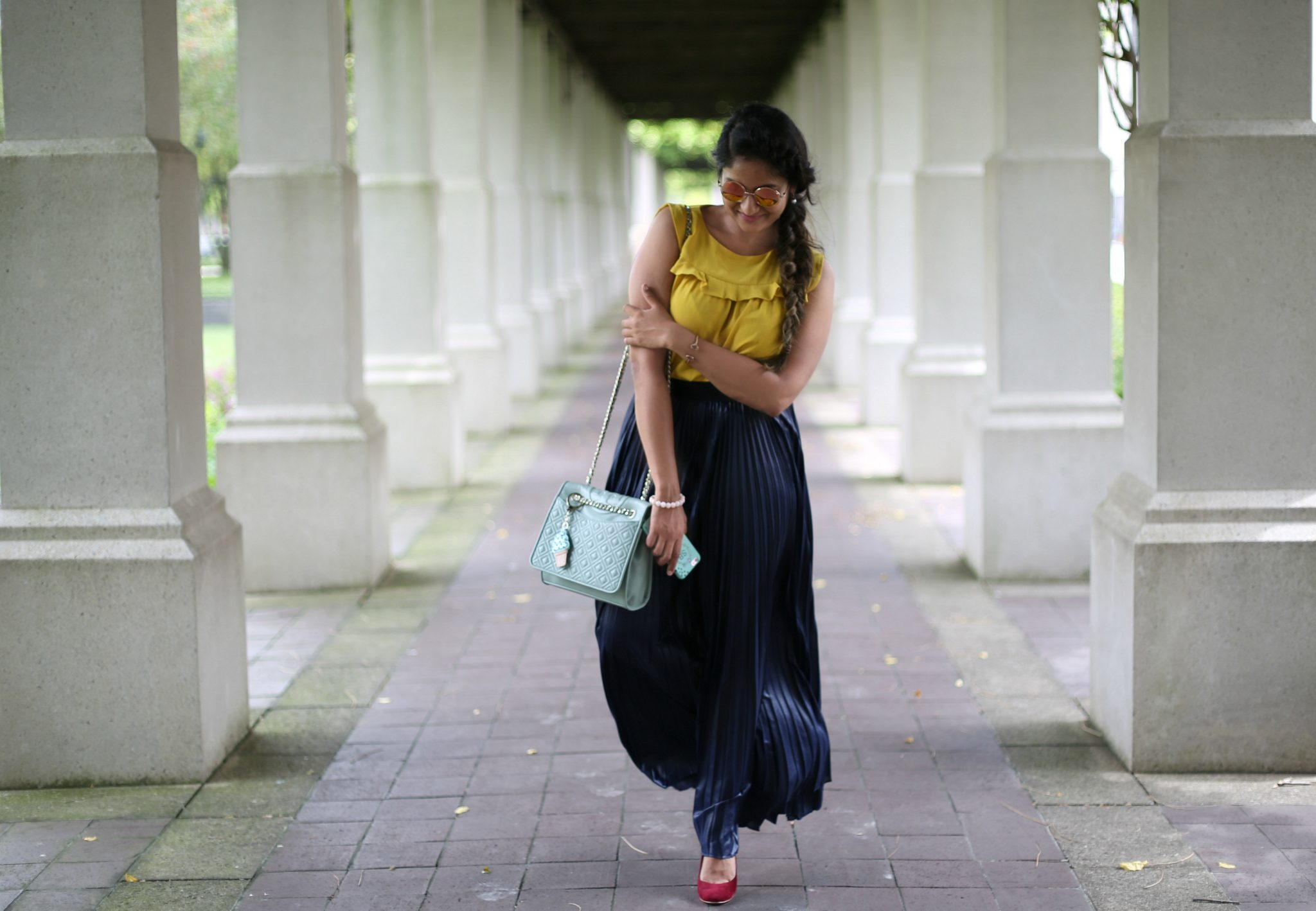 pleated-maxi-skirt-outfit