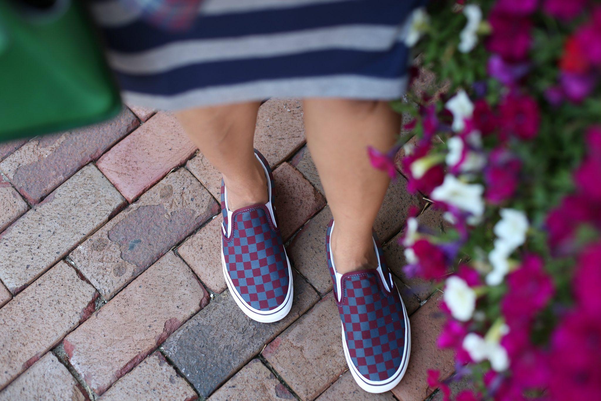 vans-classic-slip-on-sneakers-checkboard