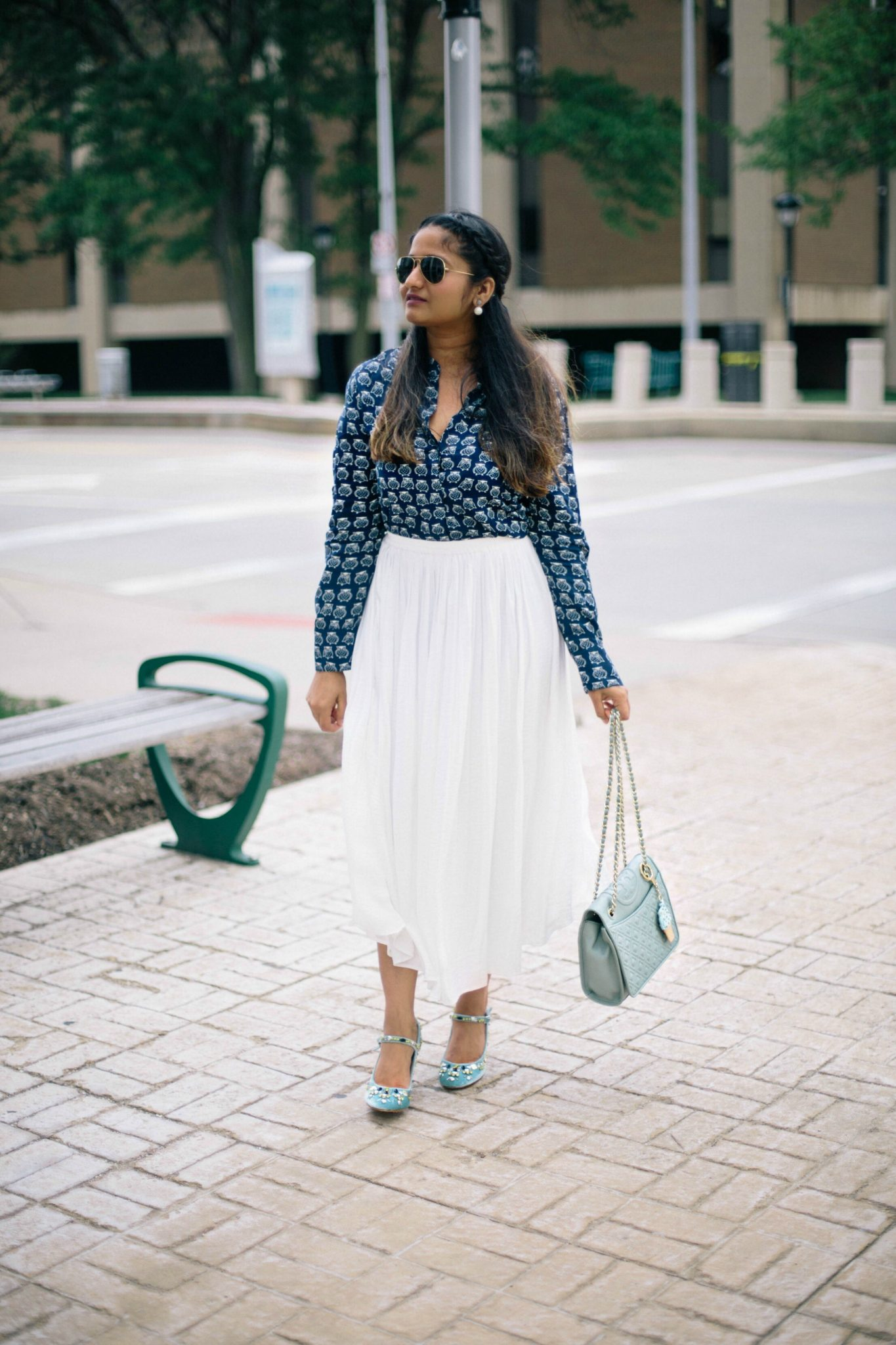 how-to-wear-white-pleated-skirt