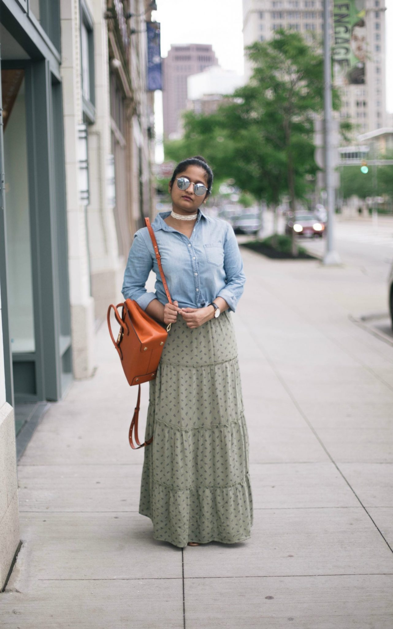 how-to-wear-chambray-shirt-with-skirts